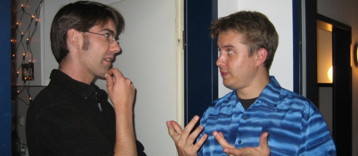 Rouven Ridder (links) und Marc Tönsing (rechts in der Küche der Markgrafenstraße