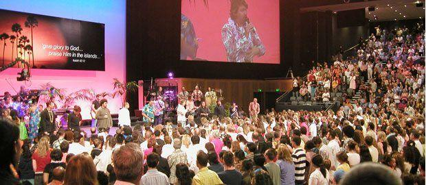 A regular weekly Hillsong Church service in Sydney - source: harmelings.com