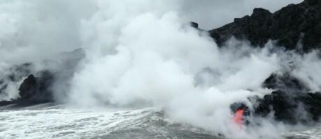 Kīlauea Lava fließt auf Big Island ins Meer