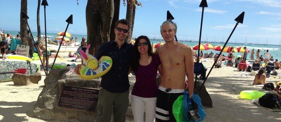 Esther, Attila und ich am Strand von Waikiki Beach