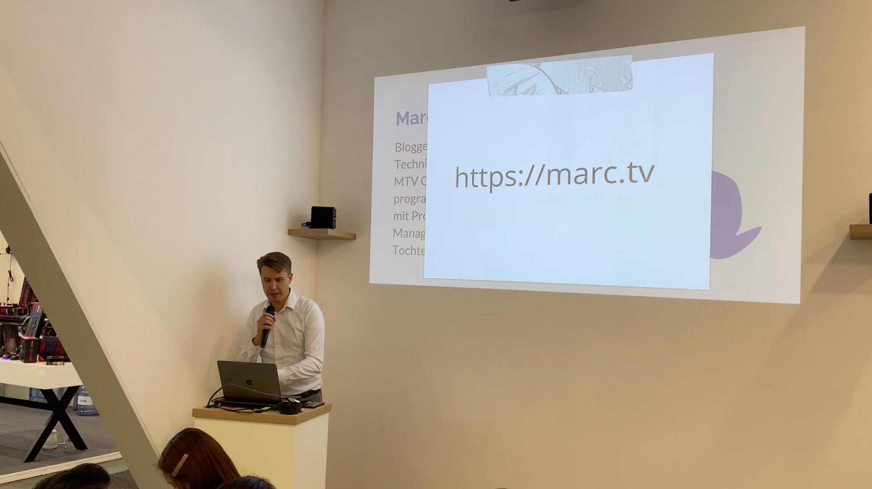 Marc Tönsing am Stand von Synology auf der IFA 2019 in Berlin