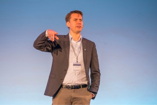 Marc Tönsing auf der Hafas User Conference 2020. (Englisch)