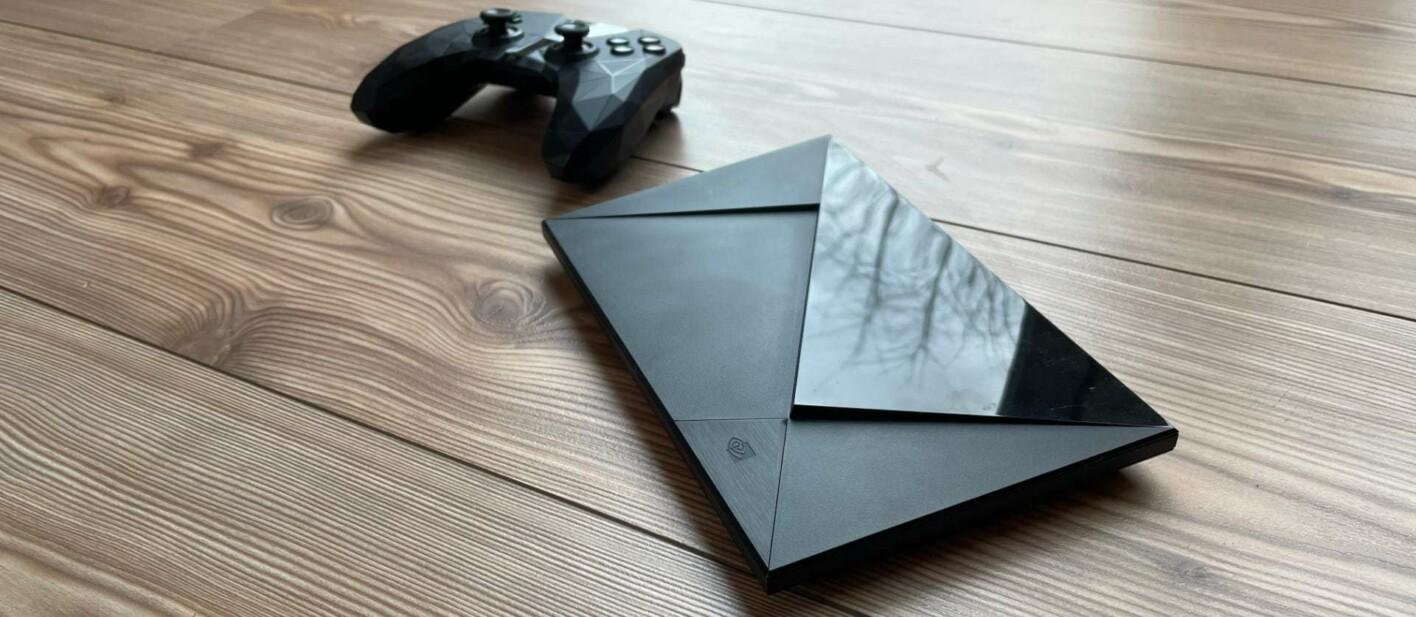 Nvidia Shield Pro mit Controller zum Streamen von Spielen aus der Cloud.