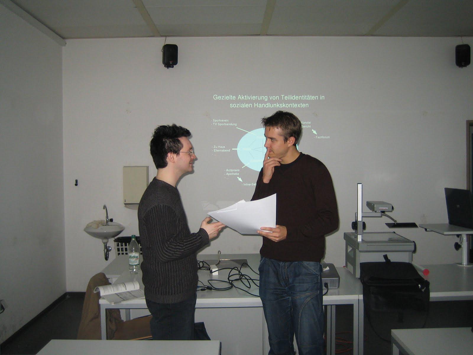Marc Tönsing (links) und Matthias Senker (rechts) im Kurs Social Software an der Uni Bielefeld
